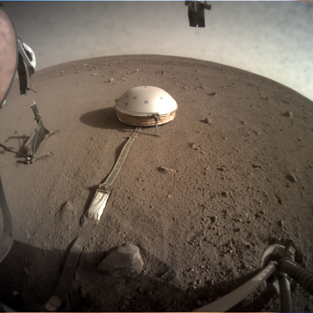 The SEIS instruments next to the HP3 instrument on Mars!